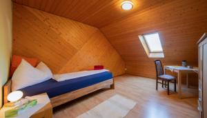 Ein Bett oder Betten in einem Zimmer der Unterkunft Gasthof Bären