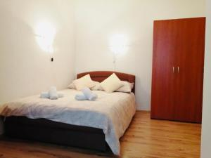 A bed or beds in a room at Apartments Cizmesija