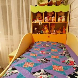 "A bed or beds in a room at Комплекс комфортабельных бунгало ""Семейный"""