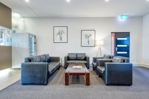 A seating area at Best Western Melbourne Airport
