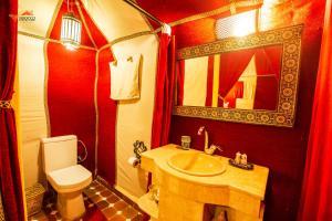 Um banheiro em Sirocco Luxury Camp