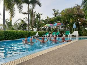 Der Swimmingpool an oder in der Nähe von Smile House & Pool