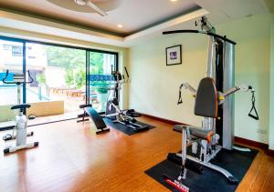 The fitness center and/or fitness facilities at Sakulchai Place