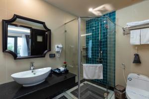 A bathroom at Babylon Premium Hotel & Spa