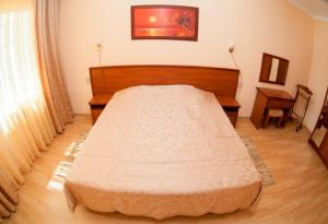 A bed or beds in a room at DiLuch Health Resort