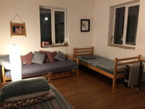 Ein Sitzbereich in der Unterkunft Udabno Hostel