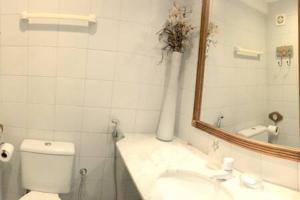 A bathroom at Belissímo Vista Mar na Praia do Forte