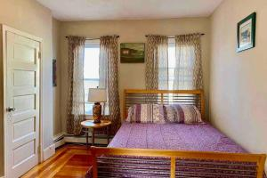A bed or beds in a room at 3 Bedrooms Apt Conveniently located close to DT Providence