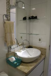 A bathroom at Flat Central London Tower by MY HOME