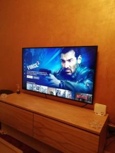 A television and/or entertainment center at Stylish Two Bedroom Apartment With Full Amenities - Free Wifi-Netflix-IPTV