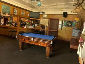 A billiards table at Beaumont Hotel and Holiday Park
