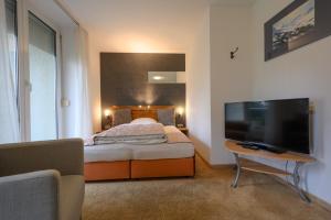 Ein Bett oder Betten in einem Zimmer der Unterkunft Art Hotel Weingarten - Pizzeria Restaurant