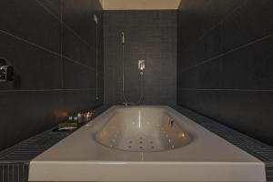 A bathroom at Palco Rooms&Suites