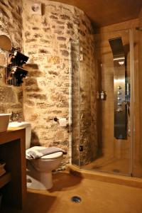A bathroom at Archontiko Stamou