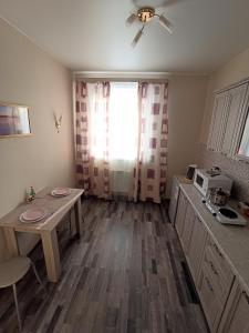A kitchen or kitchenette at Квартира на Арбузова в Академгородке, WI-FI