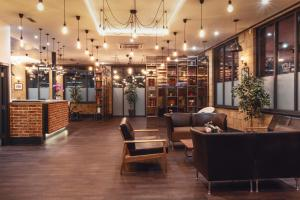 The lobby or reception area at London City Airport Hotel