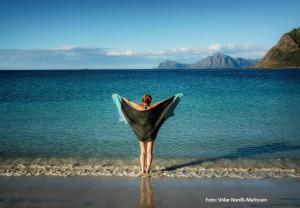 En strand ved eller i nærheten av luksusteltet