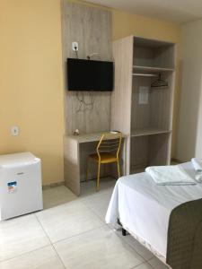 Uma TV ou centro de entretenimento em Hotel Xique Xique