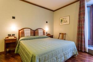 A bed or beds in a room at Albergo del Teatro