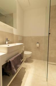 A bathroom at Wally Berg-Appartements