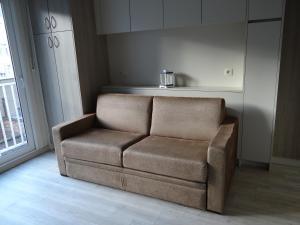 Ein Sitzbereich in der Unterkunft Studio Ross zonnig en gezellig en heel dicht bij zee