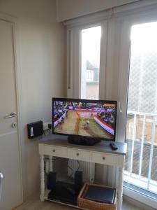 TV/Unterhaltungsangebot in der Unterkunft Studio Ross zonnig en gezellig en heel dicht bij zee