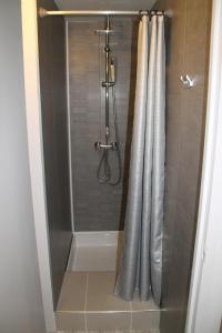 A bathroom at Hôtel Rivière