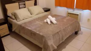 A bed or beds in a room at Apto Vista Mar - Shopping Piratas