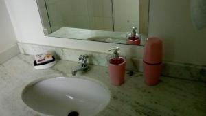 A bathroom at Apto Vista Mar - Shopping Piratas