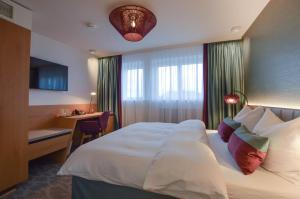 A bed or beds in a room at Hotel Boehler