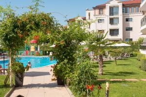 The swimming pool at or close to Hotel Miramar - Half Board