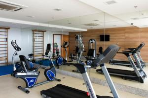 The fitness centre and/or fitness facilities at Intercity Salvador