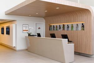 The lobby or reception area at Intercity Salvador