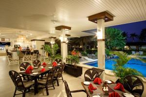 A restaurant or other place to eat at Fiji Gateway Hotel