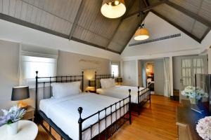A bed or beds in a room at Thames Valley Khao Yai