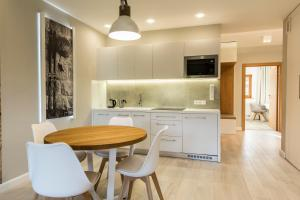 A kitchen or kitchenette at Royal Hill Residence