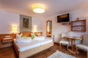 A bed or beds in a room at Haus Aktiv