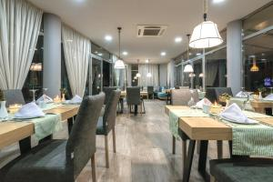 A restaurant or other place to eat at Karras Grande Resort