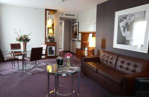 A seating area at Crowne Plaza Amsterdam - South