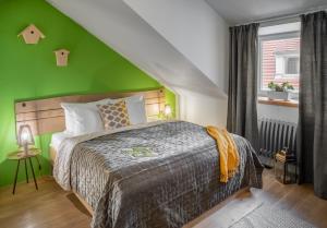 Łóżko lub łóżka w pokoju w obiekcie Four Trees