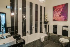 A bathroom at Janus Boutique Hotel & Spa