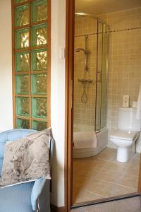 A bathroom at NORTH HILL FARM