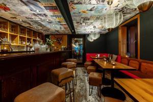 Lounge oder Bar in der Unterkunft Hostellerie du Grünewald