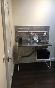 A kitchen or kitchenette at Studio Flat Near Hatfield Station