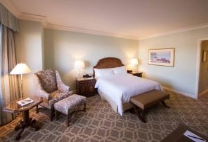 A bed or beds in a room at Hilton Lake Las Vegas Resort & Spa