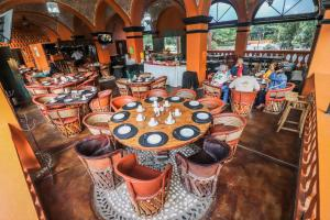 A restaurant or other place to eat at El Marques Hacienda
