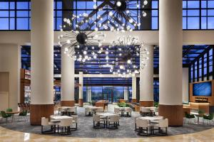 A restaurant or other place to eat at Orlando World Center Marriott