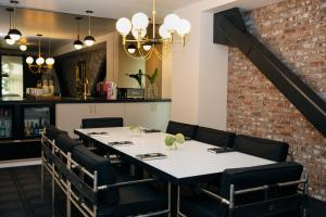 A restaurant or other place to eat at Kimpton Palladian Hotel