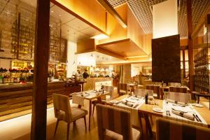 مطعم أو مكان آخر لتناول الطعام في اجنحة الفيصلية