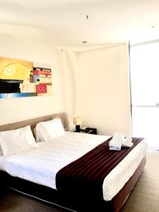 A bed or beds in a room at Solaire Apartments